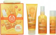 The Body Shop Vitamin C Reise Geschenkset 100ml Energizing Face Spritz + 75ml Microdermabrasion + 30ml Skin Boost + Facial Buffer